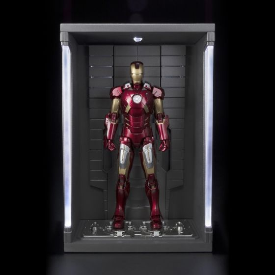 Avengers - Iron Man Mark VI...
